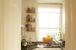 Chelsea kitchen with 'Peggy' adjustable shelving